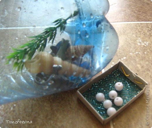 Здравствуйте, дорогие гости моего блога! Продолжаю показывать наши поделки-аквариумы, находка для мам гиперактивных ребятишек :) Сужу по своему сыну,который моментально успокаивается, стоит ему немного покрутить в руках свои аквариумы. фото 3