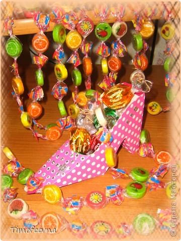 Здравствуйте, гости моего блога и жители Страны Мастеров!! Как говорится, пользуясь случаем, хочу поздравить милых женщин с праздником весны!! Счастья вам, здоровья, красоты неземной и только отличного настроения! А я хочу показать маленькие подарочки, которые приготовила ребятишкам из группы моего сына на 23 февраля и 8 марта. Немного я опоздала (мягко говоря), то дети болели, то я сама и с воплощением своих задумок я не успела... Это приевшиеся уже всем рубашечки :) Не знаю, именно такие есть в Стране или нет. Схему не выкладываю, но если нужно, то добавлю. фото 4