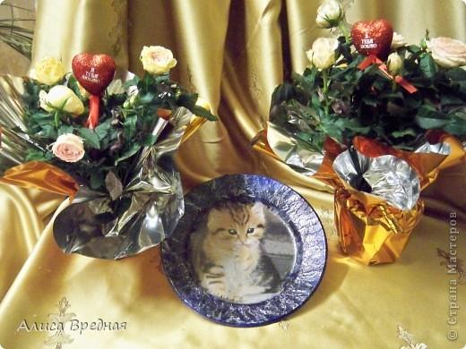 Добрый день))) Поздравляю всех Вас с наступлением весны и прошедшим 8ым марта))) Поэтому случаю решила я сделать тарелочки, благо их у меня мноооого , как и салфеток))   фото 2
