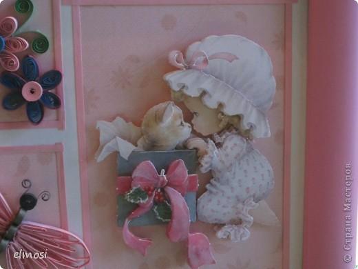 """Всем здравствуйте. Представляю свою новую работу, где совмещены квиллинг и 3D декупаж. Работа предназначена на день рождения маленькой трёхлетней девочке. Мне показалось, что картинка должна быть нежной, детской, немного воздушной. Отсюда и бабочка,как символ лёгкости, беспечности. Этимологический словарь говорит о том, что когда-то давно слово """"бабочка"""" означало """"маленькая колдунья"""". Это ли не чудо, колдовство, когда на свет появляются крошечные создания - наши дети. Это ли не чудо - видеть как они растут, каждый день постигая тайны бытия и как вместе с ними становимся мудрее мы-взрослые. фото 5"""
