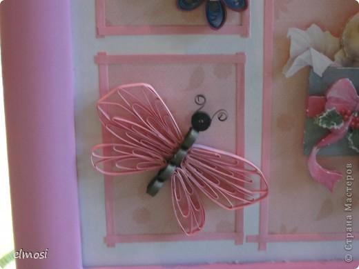 """Всем здравствуйте. Представляю свою новую работу, где совмещены квиллинг и 3D декупаж. Работа предназначена на день рождения маленькой трёхлетней девочке. Мне показалось, что картинка должна быть нежной, детской, немного воздушной. Отсюда и бабочка,как символ лёгкости, беспечности. Этимологический словарь говорит о том, что когда-то давно слово """"бабочка"""" означало """"маленькая колдунья"""". Это ли не чудо, колдовство, когда на свет появляются крошечные создания - наши дети. Это ли не чудо - видеть как они растут, каждый день постигая тайны бытия и как вместе с ними становимся мудрее мы-взрослые. фото 4"""
