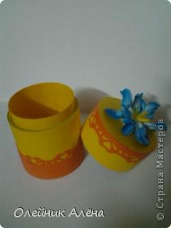 шкатулка сделана из бобины от скотча, цветы сделала сама по МК http://asti-n.ya.ru/replies.xml?item_no=550,  фото 6