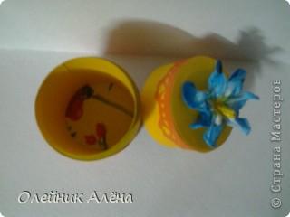 шкатулка сделана из бобины от скотча, цветы сделала сама по МК http://asti-n.ya.ru/replies.xml?item_no=550,  фото 8
