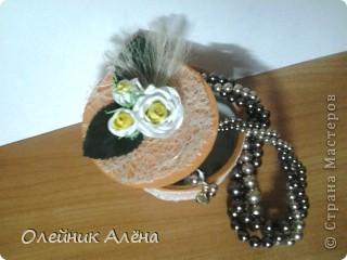шкатулка сделана из бобины от скотча, цветы сделала сама по МК http://asti-n.ya.ru/replies.xml?item_no=550,  фото 1