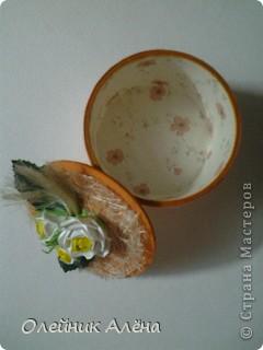 шкатулка сделана из бобины от скотча, цветы сделала сама по МК http://asti-n.ya.ru/replies.xml?item_no=550,  фото 2