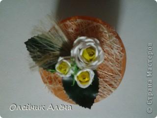 шкатулка сделана из бобины от скотча, цветы сделала сама по МК http://asti-n.ya.ru/replies.xml?item_no=550,  фото 3