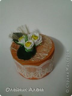 шкатулка сделана из бобины от скотча, цветы сделала сама по МК http://asti-n.ya.ru/replies.xml?item_no=550,  фото 4
