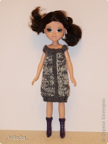 """Очень люблю одевать маленьких """"фигуристых"""" кукол. А когда дочке подарили МOXIE, влюбилась в нее. Все эти наряды были связаны на одном дыхании уже давно, еще осенью. Но все никак не могла выбрать время, чтобы устроить кукле фотоссесию... Теперь все сфотографировано и я могу показать вам свою работу. фото 7"""