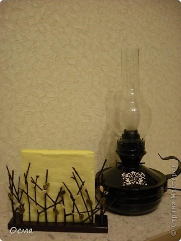 """Как-то загорелась идеей поставить на кухню свою для создания атмосферы уюта электрическую лампу, переделанную из керосиновой! Так как вся моя кухня пестрит цветом """"Венге"""" и пастельным молочным и бежевым цветами, то решила исполнить найденную в деревне лампу в тёмно-темно коричневом цвете с трафаретным рисунком бежевого цвета. Таким образом, лампа прекрасно вписалась в общую цветовую концепцию! И надолго заразила меня такого рода переделками. Судите сами...  фото 1"""