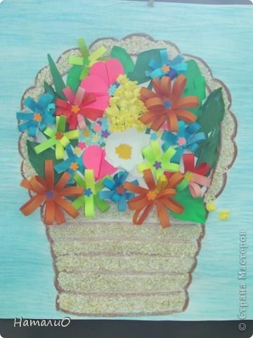 Вот такую корзину с цветами мы подарили нашим мамам! Ребятишки 5-6 лет очень трепетно и с любовью отнеслись к этой работе.  фото 1