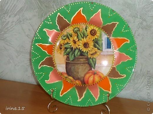 Очень понравилось рисовать солнышко на тарелке.Эту тарелочку делала на заказ для мамы.Она осталась очень довольна. фото 2