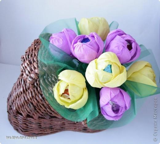 Собственно вот так я подарила леечку. Намучилась с тюльпанами, пока скручивала лепестки в цветок, пальцы в узлы завязывались :))) фото 2