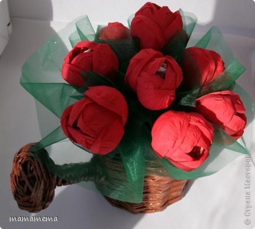 Собственно вот так я подарила леечку. Намучилась с тюльпанами, пока скручивала лепестки в цветок, пальцы в узлы завязывались :))) фото 1