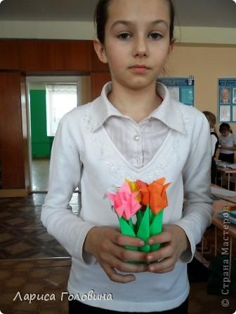 Увидела у allasol чудесные букетики тюльпанов,  https://stranamasterov.ru/node/322387?c=favorite которые эффектно смотрятся  и легко смогут выполнить дети. получился чудесный подарок на праздник. Спасибо, Алла, за идеи. фото 4