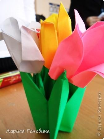 Увидела у allasol чудесные букетики тюльпанов,  https://stranamasterov.ru/node/322387?c=favorite которые эффектно смотрятся  и легко смогут выполнить дети. получился чудесный подарок на праздник. Спасибо, Алла, за идеи. фото 5