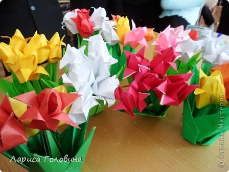 Увидела у allasol чудесные букетики тюльпанов,  https://stranamasterov.ru/node/322387?c=favorite которые эффектно смотрятся  и легко смогут выполнить дети. получился чудесный подарок на праздник. Спасибо, Алла, за идеи. фото 1