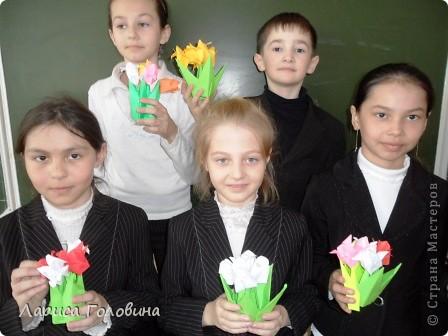 Увидела у allasol чудесные букетики тюльпанов,  https://stranamasterov.ru/node/322387?c=favorite которые эффектно смотрятся  и легко смогут выполнить дети. получился чудесный подарок на праздник. Спасибо, Алла, за идеи. фото 6