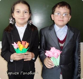 Увидела у allasol чудесные букетики тюльпанов,  https://stranamasterov.ru/node/322387?c=favorite которые эффектно смотрятся  и легко смогут выполнить дети. получился чудесный подарок на праздник. Спасибо, Алла, за идеи. фото 7