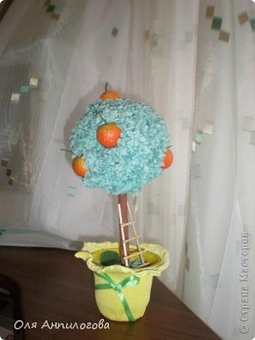 Мандариное деревце сделала для детской, на мой взгляд получилось ярким. Лесенку подсмотрела на сайте, но у кого именно, к сожалению, не помню... фото 1