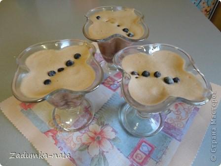 Ингредиенты: 1 ст. варенья (в оригинале клубничное), я использовала яблочное густое, 1 ст. сметаны (пробовала заменять кефиром - бисквит получается мягче, но поднимается не так), 1 ст. сахара, 3 яйца, 2 ст. муки, 1 ч.л. соды    фото 5