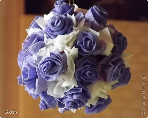 Для работы мне  необходимо было освоить технику создания шаров из бумажных роз. Изучив большое колличество литературы и интернет советов, я нашла самый быстрый и доступный способ, и на мой взгляд очень красивый фото 13