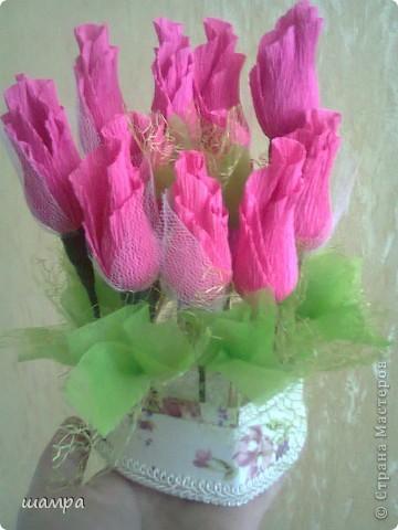 Приветствую Вас мастерицы!!!!!!!!!!!   Мой средний сынуля захотел подарить девочке подарок на 8 марта шкатулку. Ну и как всем мальчишкам,  подросткового возраста, хочется подарить и конфеты и цветы. Я совместила и вот, что получилось: фото 4
