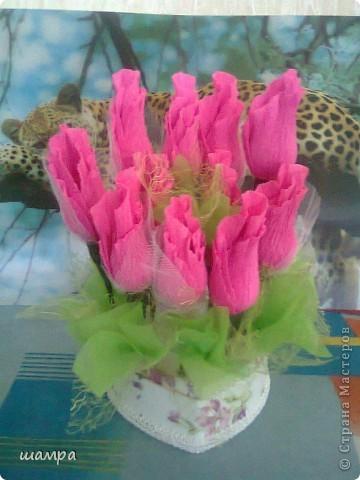Приветствую Вас мастерицы!!!!!!!!!!!   Мой средний сынуля захотел подарить девочке подарок на 8 марта шкатулку. Ну и как всем мальчишкам,  подросткового возраста, хочется подарить и конфеты и цветы. Я совместила и вот, что получилось: фото 2