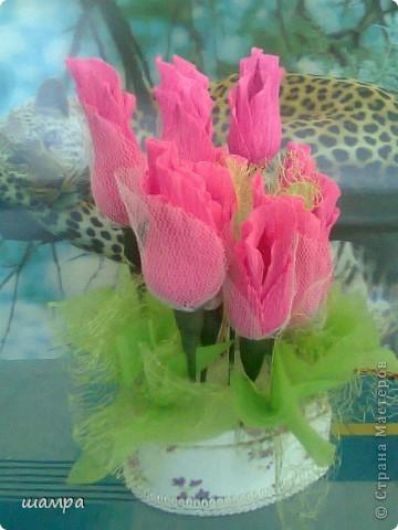 Приветствую Вас мастерицы!!!!!!!!!!!   Мой средний сынуля захотел подарить девочке подарок на 8 марта шкатулку. Ну и как всем мальчишкам,  подросткового возраста, хочется подарить и конфеты и цветы. Я совместила и вот, что получилось: фото 3