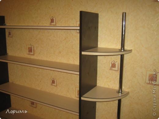 жили-были книжки,а ставить их было не куда вот и появилась вот такая полочка, да она не покупная, а самолепная- мужем любимым соструганая. фото 2