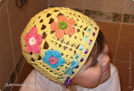 Вот какие шапочки я навязала своей дочурке за 2 месяца фото 10