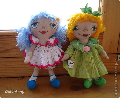 Такие весенние девочки пошились у меня к 8 марта.Куколки были первыми.Рост 16см,личики и туфельки расписаны акриловыми красками. фото 1