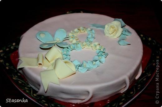 Проба пера. Мой первый торт украшенный мастикой)