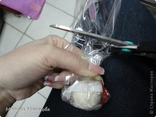 Я опишу как сделать вот такой красивый букетик из 17 конфет рафаэлло, но возможен вариант и в 13 конфет и в 5 конфет. также это необязательно должны быть рафаэлки. фото 6