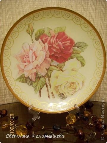 """Тарелка декоративная """"Ванильные розы"""", выполнена  в технике обратный декупаж. фото 1"""