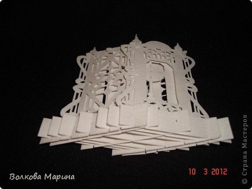Это разновидность киригами. Из бумаги делаются объёмные изделия (имеющие сетчатую структуру), при этом их можно легко сложить и они будут плоские как лист бумаги. Так же легко восстанавливают свой объёмный вид. Очень удобно использовать в поздравительных открыточках. Я решила собрать коллекцию. Можно сказать это образцы для будующих работ.  фото 6