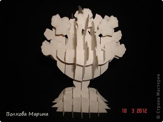 Это разновидность киригами. Из бумаги делаются объёмные изделия (имеющие сетчатую структуру), при этом их можно легко сложить и они будут плоские как лист бумаги. Так же легко восстанавливают свой объёмный вид. Очень удобно использовать в поздравительных открыточках. Я решила собрать коллекцию. Можно сказать это образцы для будующих работ.  фото 34