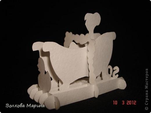 Это разновидность киригами. Из бумаги делаются объёмные изделия (имеющие сетчатую структуру), при этом их можно легко сложить и они будут плоские как лист бумаги. Так же легко восстанавливают свой объёмный вид. Очень удобно использовать в поздравительных открыточках. Я решила собрать коллекцию. Можно сказать это образцы для будующих работ.  фото 54