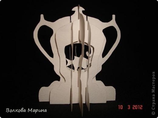 Это разновидность киригами. Из бумаги делаются объёмные изделия (имеющие сетчатую структуру), при этом их можно легко сложить и они будут плоские как лист бумаги. Так же легко восстанавливают свой объёмный вид. Очень удобно использовать в поздравительных открыточках. Я решила собрать коллекцию. Можно сказать это образцы для будующих работ.  фото 56