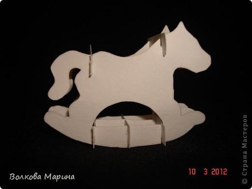 Это разновидность киригами. Из бумаги делаются объёмные изделия (имеющие сетчатую структуру), при этом их можно легко сложить и они будут плоские как лист бумаги. Так же легко восстанавливают свой объёмный вид. Очень удобно использовать в поздравительных открыточках. Я решила собрать коллекцию. Можно сказать это образцы для будующих работ.  фото 58