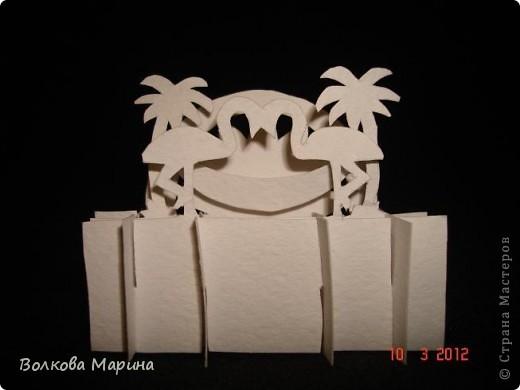 Это разновидность киригами. Из бумаги делаются объёмные изделия (имеющие сетчатую структуру), при этом их можно легко сложить и они будут плоские как лист бумаги. Так же легко восстанавливают свой объёмный вид. Очень удобно использовать в поздравительных открыточках. Я решила собрать коллекцию. Можно сказать это образцы для будующих работ.  фото 62