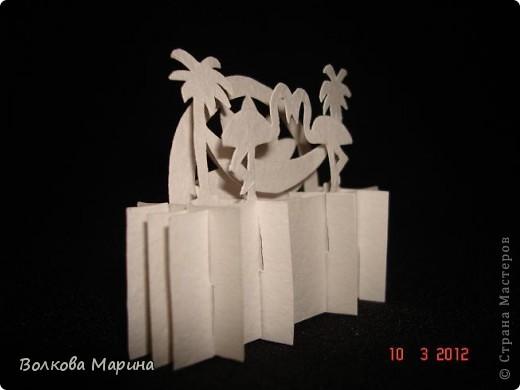 Это разновидность киригами. Из бумаги делаются объёмные изделия (имеющие сетчатую структуру), при этом их можно легко сложить и они будут плоские как лист бумаги. Так же легко восстанавливают свой объёмный вид. Очень удобно использовать в поздравительных открыточках. Я решила собрать коллекцию. Можно сказать это образцы для будующих работ.  фото 63