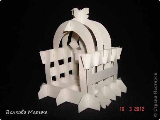 Это разновидность киригами. Из бумаги делаются объёмные изделия (имеющие сетчатую структуру), при этом их можно легко сложить и они будут плоские как лист бумаги. Так же легко восстанавливают свой объёмный вид. Очень удобно использовать в поздравительных открыточках. Я решила собрать коллекцию. Можно сказать это образцы для будующих работ.  фото 68