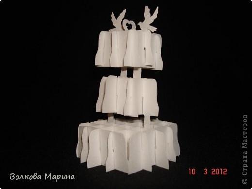 Это разновидность киригами. Из бумаги делаются объёмные изделия (имеющие сетчатую структуру), при этом их можно легко сложить и они будут плоские как лист бумаги. Так же легко восстанавливают свой объёмный вид. Очень удобно использовать в поздравительных открыточках. Я решила собрать коллекцию. Можно сказать это образцы для будующих работ.  фото 71