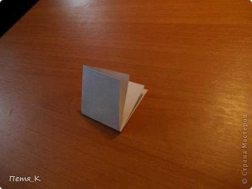 Чтобы сделать гусей, летящих на юг надо 1 жёлтый круг, 1 лист синего картона, 1 зелёная полоска и от 3-х листочков белой бумаги размерами 9х9. фото 5