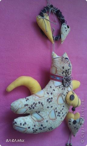 Вот такой кофейный, летящий котик у меня родился за выходные!  Ситцевый, украшен кофейными зёрнами и деревянными пуговицами!  Очень надеюсь он Вам понравится!  фото 5