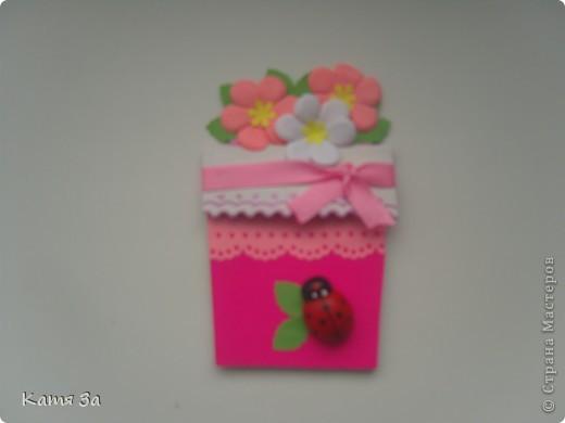 Доброго времени суток, уважаемые жители Страны Мастеров! Вот такую открытку-малютку я подарила маме на 8 марта. :) Для работы я использовала дырокольные листочки, цветочки, тычинки (кстати дырокол-снежинка :)))). фото 1