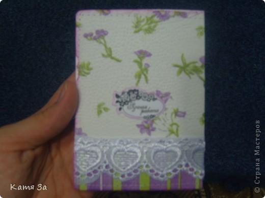 Доброго времени суток, уважаемые жители Страны Мастеров! Вот такую открытку-малютку я подарила маме на 8 марта. :) Для работы я использовала дырокольные листочки, цветочки, тычинки (кстати дырокол-снежинка :)))). фото 5