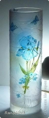 Зная про мое увлечение декупажем, моя приятельница подарила мне простенькую вазочку-стаканчик... Я, естественно, сразу же взяла ее в оборот =)))) И думаю, что пойду в магазин и куплю еще несколько таких =))) фото 3