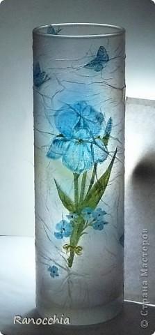 Зная про мое увлечение декупажем, моя приятельница подарила мне простенькую вазочку-стаканчик... Я, естественно, сразу же взяла ее в оборот =)))) И думаю, что пойду в магазин и куплю еще несколько таких =))) фото 4