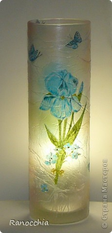 Зная про мое увлечение декупажем, моя приятельница подарила мне простенькую вазочку-стаканчик... Я, естественно, сразу же взяла ее в оборот =)))) И думаю, что пойду в магазин и куплю еще несколько таких =))) фото 5